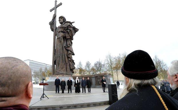pamyatnik_vladimiru-moskva-2