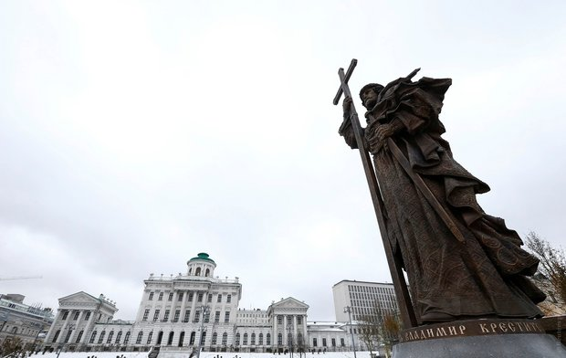 pamyatnik_vladimiru-moskva-9