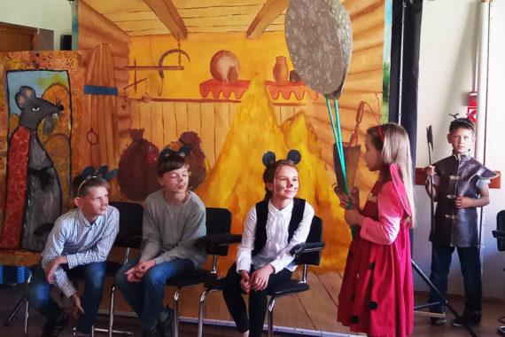Театральная студия воскресной школы выступила соспектаклем в«SOS-Детской деревне вБоровлянах»